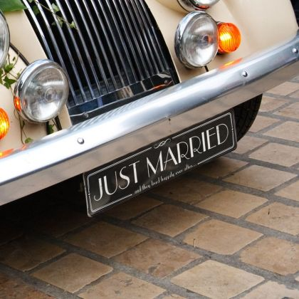 Autoschmuck Nummernschild Just Married in Schwarz