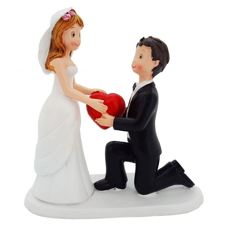 Susse Hochzeitstortenfigur Er Schenkt Ihr Sein Herz