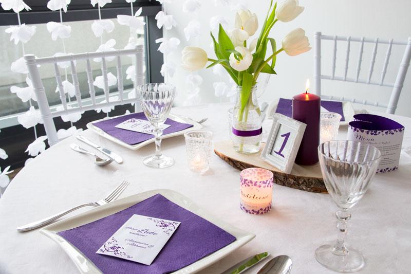 Tischdeko in Ultra Violet